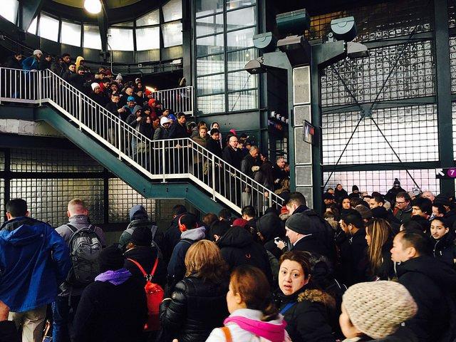 7 train delays cause massive backups in 2016