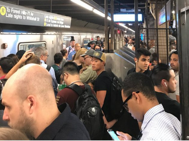 The N/R platform at Union Street in Brooklyn this morning.