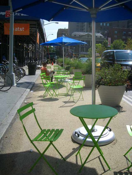 Pedestrian plaza on 17th Street and Union Square West