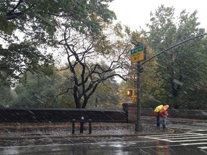 Snow and rain on the Upper West Side, via @patkiernan