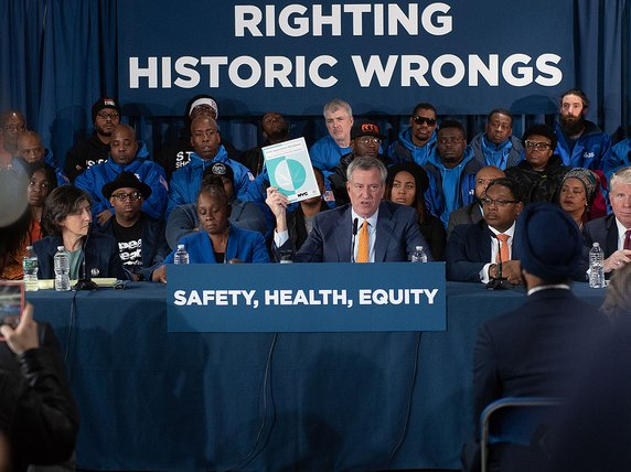 Mayor Bill de Blasio with his wife Chirlane McCray, announcing his support of marijuana legalization in Washington Heights