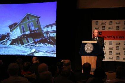Mayor Bloomberg spoke with visual aids