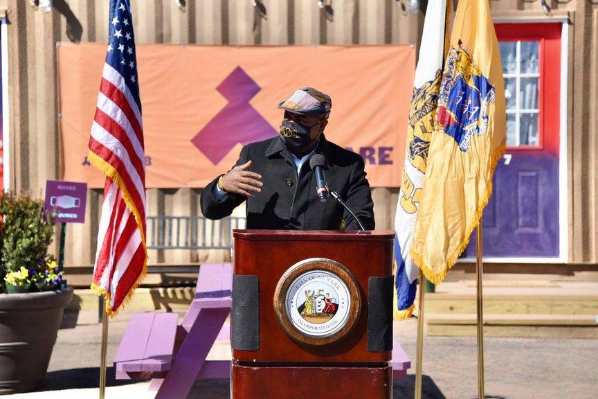 Mayor Baraka at an outside lectern while wearing a mask