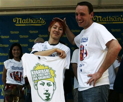 Takeru Kobayashi lets lets his shirt do the s***talking, while Joey Chestnut laughs it off.
