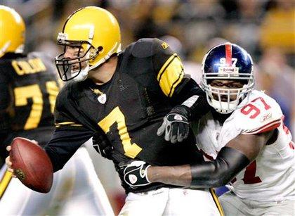 The Giants' Matthias Kiwanuka, right, grabs Pittsburgh Steelers quarterback Ben Roethlisberger.