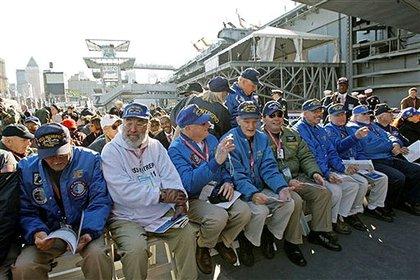 Former USS Intrepid crewmembers await President Bush and First Lady Bush.P