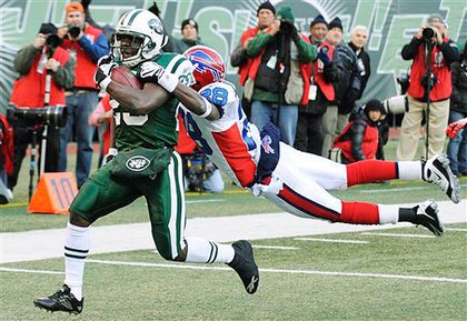 The Jets Leon Washington runs to the endzone—with the Bills' Leodis McKelvin trying to bring him down—for a touchdown.