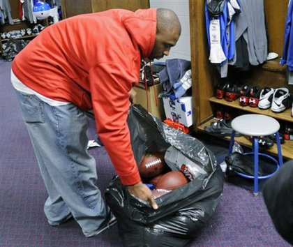 Brandon Jacobs uses a garbage bag too!