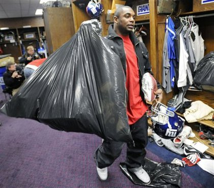 Ahmad Bradshaw leaves uses a garbage bag to haul his stuff