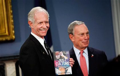 Mayor Bloomberg gives Sully a copy of the book the pilot lost on Flight 1549.