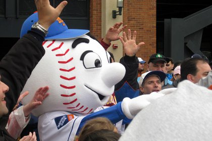 Mr. Met greets his friends after a long winter