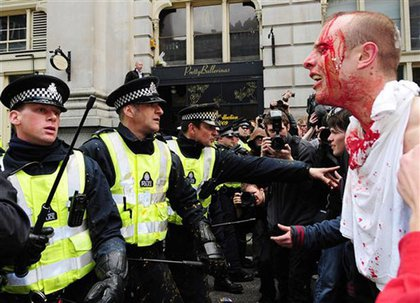 Police clash with G20 protesters in London