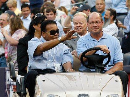 Muhammad Ali waves to Yankee Stadium's crowds