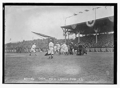 The Highlanders take batting practice at Hilltop Park in 1911.