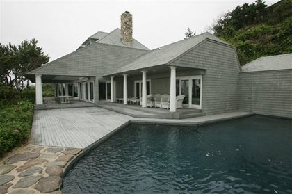 Madoff's beach house and pool