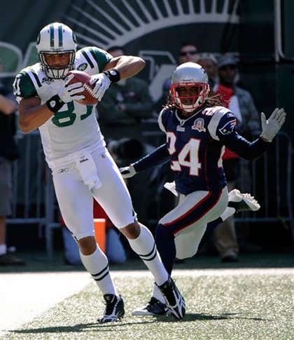 The Jets' Dustin Keller catches a pass from Mark Sanchez for the Jets' only touchdown