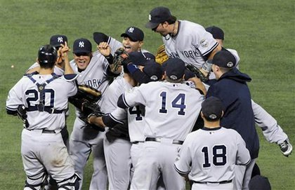 Yankees celebrate their sweep of the Twins