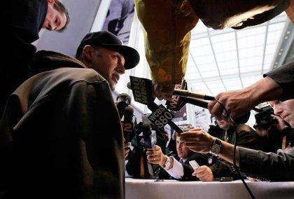 Derek Jeter talks to the media.