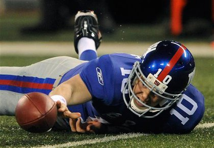 Eli Manning fumbles the ball
