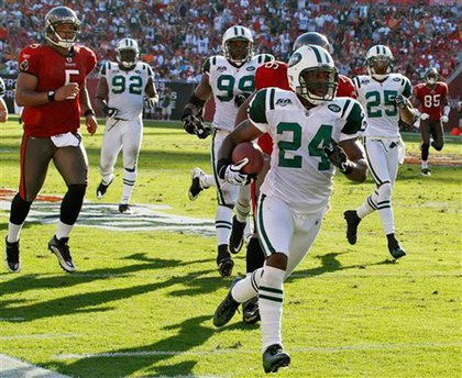 Darrell Revis scores a touchdown against the Bucaneers