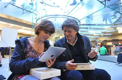 Molto bene? Simona Marrocco, left, and Antonio Vallese, of Rome, Italy, look at their new iPads