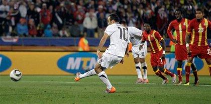 Landon Donovan scores the tying goal with a penalty kick