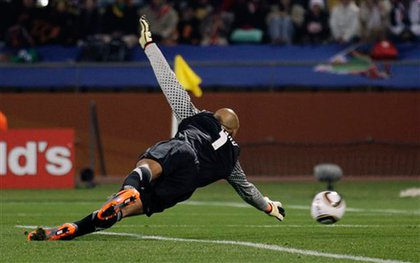 In the opening minutes of the match, US goalie Tim Howard missed a shot from Kevin Prince  Boateng.