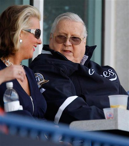 Steinbrenner with daughter Jennifer Steinbrenner Swindal at spring training earlier this year