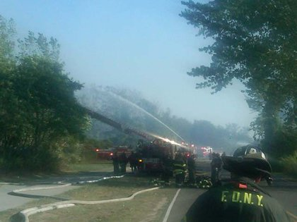 """""""Right now: #FDNY units battle 4-alarm brush fire on Buffalo St & Hyland Blvd on SI. No injuries"""""""