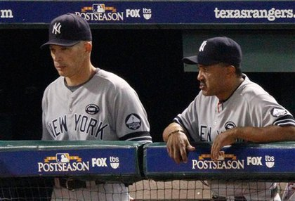 Joe Girardi and Tony Pena look on