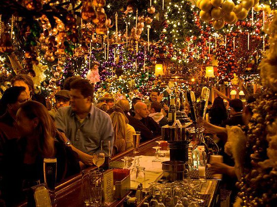 Rolfs Christmas Bar Nyc.Christmas Starts Now Rolf S Decorations Are Up And Shining