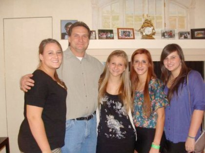 Officer Figoski and his four daughters.