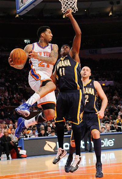 Wilson Chandler leaps to make a pass