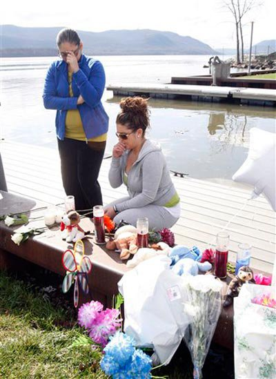 Community members mourn Armstrong's and her children's deaths