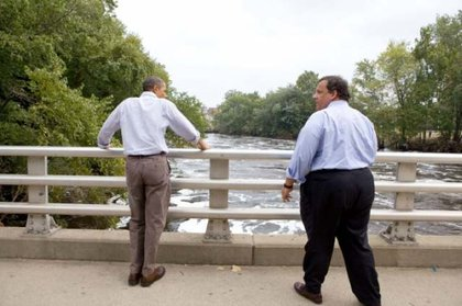 Obama and Christie look at the swollen Passaic River