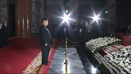 Kim Jong-un pays respects to his father