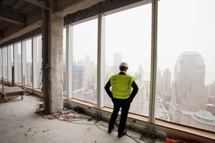 We have now ascended to the 30th Floor of 1 WTC.  Notice the windows have been completed- glass on the facade is up to the 45th Floor- and the building itself has been built to the 70th story- going up to 72 stories this week.