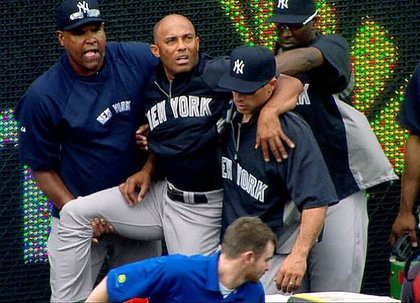 Mariano Rivera being helped by teammates