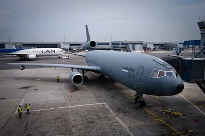 When landing and departing JFK, the tanker received priority over other airplanes. The KC-10 is a modified Boeing DC-10 and has 88% of its systems in common with the commercial jet.