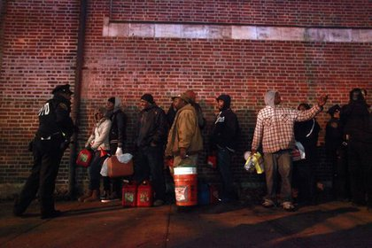 Crowds wait for free gas November 3, 2012 at the Bedford Avenue Armory
