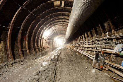 This is facing south on the Western Tunnel.  Note the metal ribs maintaining the structural integrity of the tunnel.