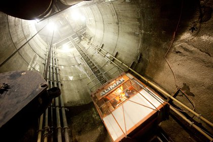 Here's the other main access shaft. The stations are about 100ft below the street.