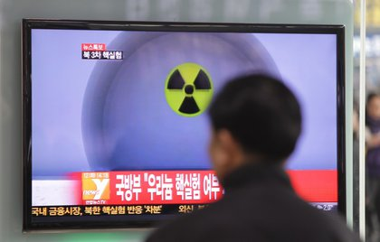 People in Seoul watch the news about North Korea's nuclear test