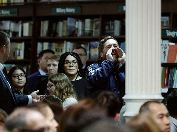 Howard Schultz at Barnes & Noble on January 28, 2019