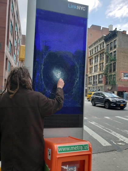"Mark Thomas/<a href=""https://www.payphone-project.com/it-might-be-time-for-linknyc-to-fire-up-that-facial-recognition.html"">The Payphone Project</a>"