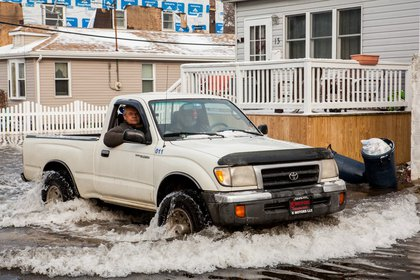 Tuesday morning high tide in Broad Channel, Queens<br/>