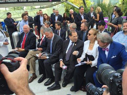 MTA Chairman Prendergast, Senator Schumer, Mayor de Blasio, Rep. Nadler, Manhattan Borough President Brewer and MTA Capital Construction President Dr. Michael Horodniceanu <br/>