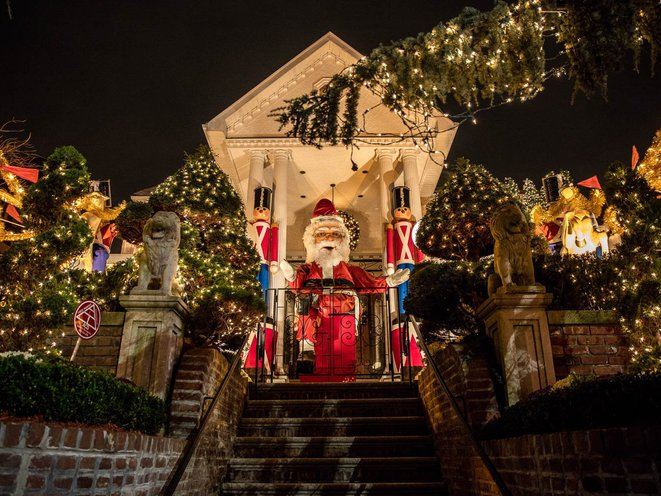 Dyker Heights Christmas Lights.Photos The Totally Insane Dyker Heights Christmas