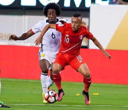 Peru's Christian Cueva (10) takes on Colombia's Carlos Sanchez.