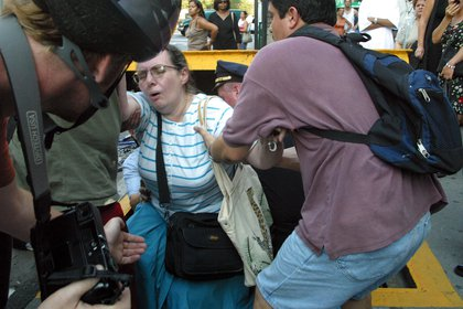 People being helped out of sidewalk subway exits on August 14, 2003 (Shutterstock)